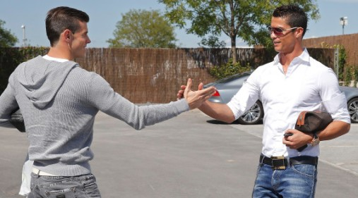 Gareth Bale meets Cristiano Ronaldo at Real Madrid !